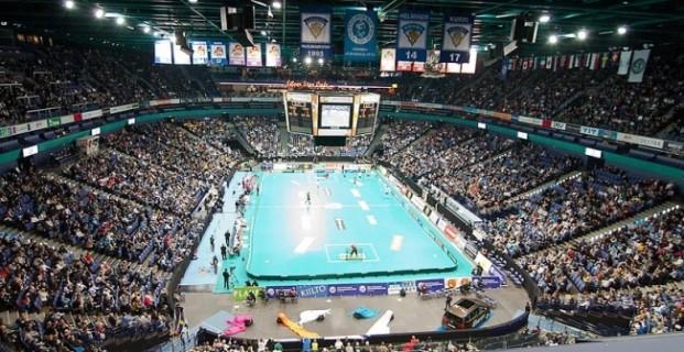 arena_spectators_wide